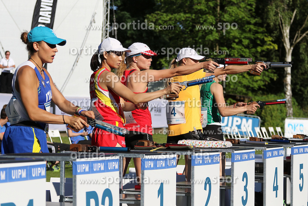 30.06.2015, Olympiapark Berlin, Berlin, GER, moderner Fünfkampf WM, Staffelbewerb Damen, im Bild Annika Schleu (TSV Spandau, 2.v.re.) beim Schiessen im Combined // during Women's relay race of the the world championship of Modern Pentathlon at the Olympiapark Berlin in Berlin, Germany on 2015/06/30. EXPA Pictures © 2015, PhotoCredit: EXPA/ Eibner-Pressefoto/ Hundt<br /> <br /> *****ATTENTION - OUT of GER*****