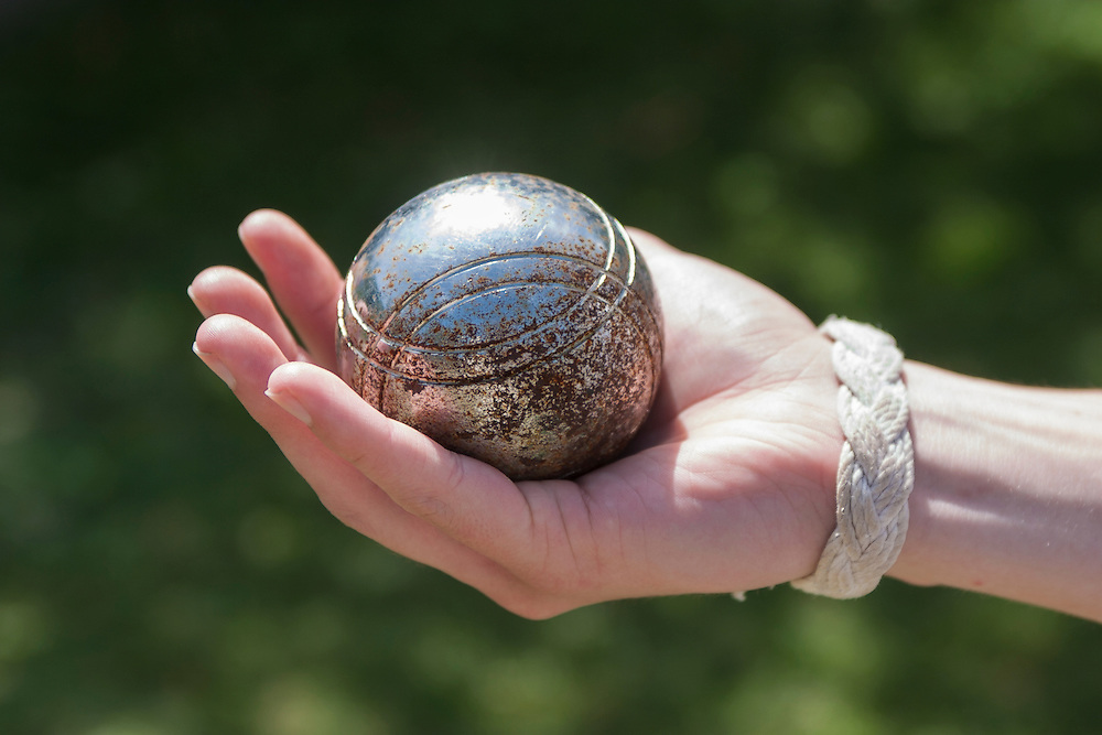 boule ball in hand