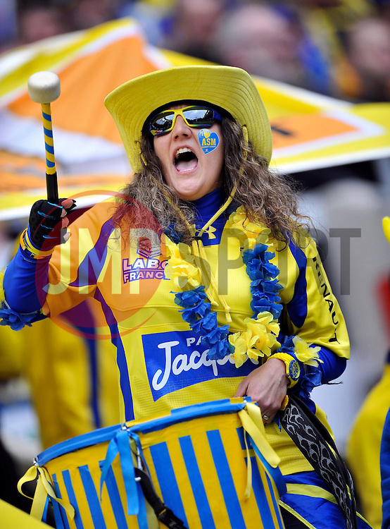 A Clermont Auvergne fan in the crowd beats a drum in support - Photo mandatory by-line: Patrick Khachfe/JMP - Mobile: 07966 386802 02/05/2015 - SPORT - RUGBY UNION - London - Twickenham Stadium - ASM Clermont Auvergne v RC Toulon - European Rugby Champions Cup Final