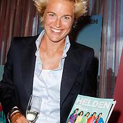 NLD/Ridderkerk/20120911 - Presentatie magazine Helden, Daphne Koster met het magazine