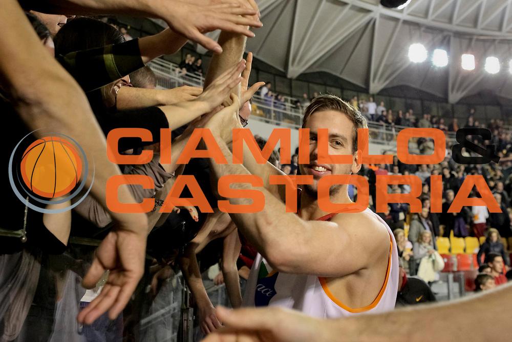DESCRIZIONE : Roma Lega A 2012-13 Acea Virtus Roma Umana Venezia<br /> GIOCATORE : Peter Lorant<br /> CATEGORIA : esultanza post game<br /> SQUADRA : Acea Virtus Roma <br /> EVENTO : Campionato Lega A 2012-2013 <br /> GARA : Acea Virtus Roma Umana Venezia<br /> DATA : 16/03/2013<br /> SPORT : Pallacanestro <br /> AUTORE : Agenzia Ciamillo-Castoria/N. Dalla Mura<br /> Galleria : Lega Basket A 2012-2013<br /> Fotonotizia : Roma Lega A 2012-13 Acea Virtus Roma Umana Venezia