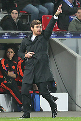 23.11.2011, BayArena, Leverkusen, Germany, UEFA CL, Gruppe E, Bayer 04 Leverkusen (GER) vs Chelsea FC (ENG), im Bild Andre Villas-Boas (Coach Chelsea) // during the football match of UEFA Champions league, group E, between Bayer Leverkusen (GER) and FC Chelsea (ENG) at BayArena, Leverkusen, Germany on 2011/11/23.EXPA Pictures © 2011, PhotoCredit: EXPA/ nph/ Mueller..***** ATTENTION - OUT OF GER, CRO *****
