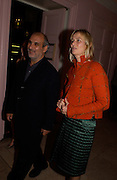 Alan Yentob and Phillipa Walker, Post Frieze party hosted by the White Cube Gallery, Sketch. 14 October 2004. ONE TIME USE ONLY - DO NOT ARCHIVE  © Copyright Photograph by Dafydd Jones 66 Stockwell Park Rd. London SW9 0DA Tel 020 7733 0108 www.dafjones.com