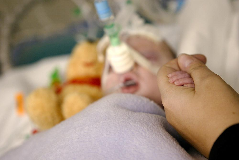 UK,London.<br /> St.Mary's Hospital,Paddington, Children's Intensive Care Unit <br /> Photography by Richard Olivier ©2004<br /> Tel 0044 07947 884 517<br /> www.linkphotographers.com<br /> pic_0250