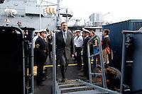 24 AUG 2006, KIEL/GERMANY:<br /> Franz Josef Jung, CDU, Bundesverteidigungsminister, geht an Bord, Mienenjagdboot M 1065 DILLINGEN, FRANKENTHAL-Klasse (Typ 322), zu einer Fahrt auf der Ostsee von Kiel nach Flensburg, im Rahmen seiner Sommerreise zu Standorten der Bundeswehr<br /> IMAGE: 20060824-01-005<br /> KEYWORDS: Marine, Bundeswehr, Schiff, Soldat, Soldaten,