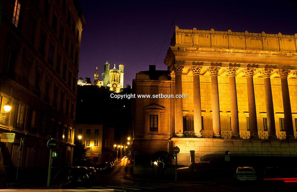 France. Lyon . the law court and the basilica of Fourviere       le palais de justice et la basilique de Fourvière      R00063 6    L930827d     P0000227