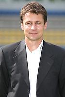 2.Bundesliga ; Saison 2006/2007 ; 110706 ; Teampraesentation Carl Zeiss Jena  Das Team von Carl Zeiss Jena praesentiert sich im Ernst Abbe Stadion.  Sportlicher Leiter Olaf HOLETSCHEK (JENA)