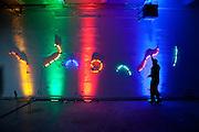 """Die MeetFactory im Prager Stadtteil Smichov während einer Abendveranstaltung mit Kunst und Live Musik. Eine Licht Installation für die nachfolgende """"Chill Out"""" Party wird fertiggestellt."""