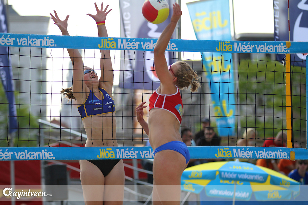Jiba Eredivisie Beach Volleyball.Beach Week Amsterdam.De Dam, Amsterdam..Marielle Kloek / Ilke Meertens - Lidia Bons / Bianca Gommans..Image © 2009/2010, Kay in t Veen - kayintveen.com
