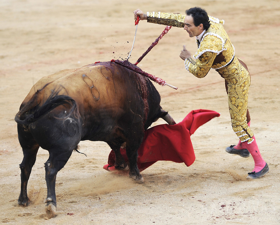 "Spanish matador Manuel Jesus ""El Cid"" tries to kill with sword his second Fuente Ymbro fighting bull, during the third corrida of the San Fermin festivities, on July 9, 2008, in Pamplona, north of Spain."