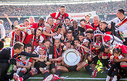 14-05-2017 NED: Kampioenswedstrijd Feyenoord - Heracles Almelo, Rotterdam<br /> In een uitverkochte Kuip pakt Feyenoord met een 3-0 overwinning het landskampioenschap / Spelers van Feyenoord vieren feest, Dirk Kuyt #7