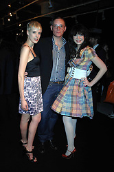 Left to right, model AGYNESS DEYN, GILES DEACON and DAISY LOWE at the launch of his Gold range for New Look held at their store 500 Oxford Street, London W1 on 12th March 2006.<br /><br />NON EXCLUSIVE - WORLD RIGHTS