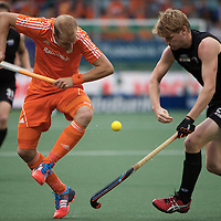 DEN HAAG - Rabobank Hockey World Cup<br /> 30 New Zealand - Netherlands<br /> Foto: Billy Bakker (orange) and Blair Tarrant (black).<br /> COPYRIGHT FRANK UIJLENBROEK FFU PRESS AGENCY