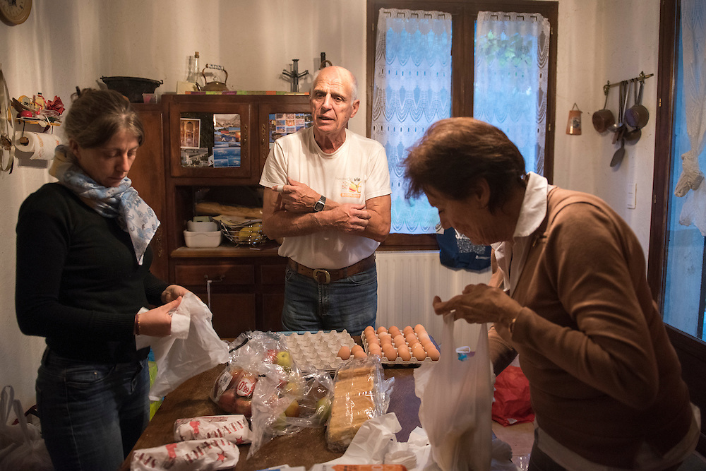 November 8, 2016 - Breil-sur-Roya, France: Jean-Pierre, a 70-year-old retired police officer his wife Giselle (71) and a volunteer prepare meals to distribute to migrants in Ventimiglia, Italy. Jean-Pierre and his wife Gisele, members of a network that helps migrants, distribute 120 meals weekly.<br /> <br /> 8 novembre 2016 - Breil-sur-Roya, France: Jean-Pierre, 70 ans, policier retrait&eacute;, sa femme Giselle (71 ans) et un volontaire pr&eacute;parent des repas pour les distribuer aux migrants &agrave; Vintimille en Italie. Jean-Pierre et Gisele sont membres d'un r&eacute;seau d'aide aux migrants, et distribuent 120 repas par semaine.