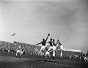 17/04/1960<br /> 04/17/1960<br /> 17 April 1960<br /> League of Ireland final round: St Patrick's Athletic v Limerick at Dalymount Park, Dublin. <br /> Picture shows St Pat's keeper Lowry punching the ball clear over the heads of three other players.