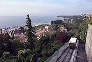 Frankrijk, Thonon, 11-09-2006..Uitzicht over de jachthaven en het meer van Geneve, Lac Lemen, Zwitserland. Een funiculaire komt juist omhoog...Foto: Flip Franssen/Hollandse Hoogte