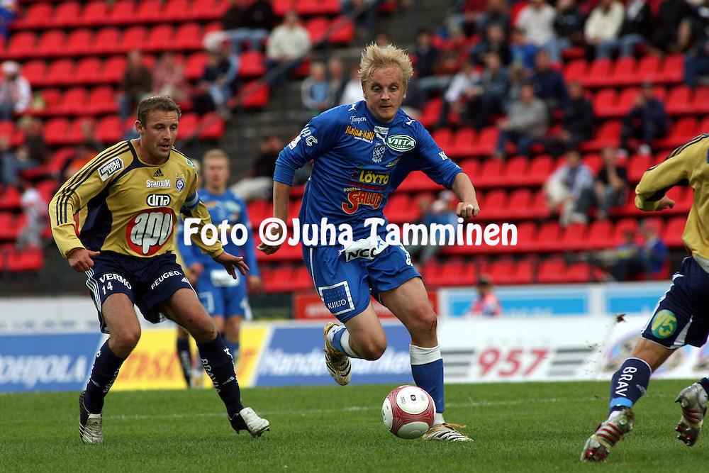 19.07.2006, Ratina, Tampere, Finland..Veikkausliiga 2006 - Finnish League 2006.Tampere United - HJK Helsinki.Jarkko Wiss (TamU) v Mika Nurmela (HJK).©Juha Tamminen.....ARK:k