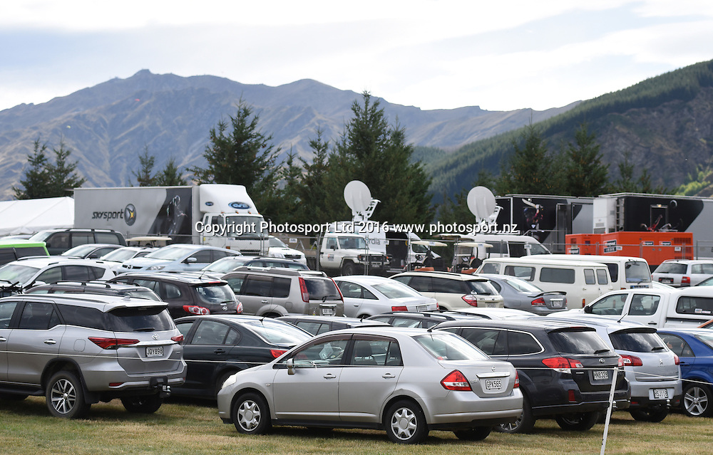 A full car park during Round 3 at The Hills during 2016 BMW ISPS Handa New Zealand Open. Saturday 12 March 2016. Arrowtown, New Zealand. Copyright photo: Andrew Cornaga / www.photosport.nz