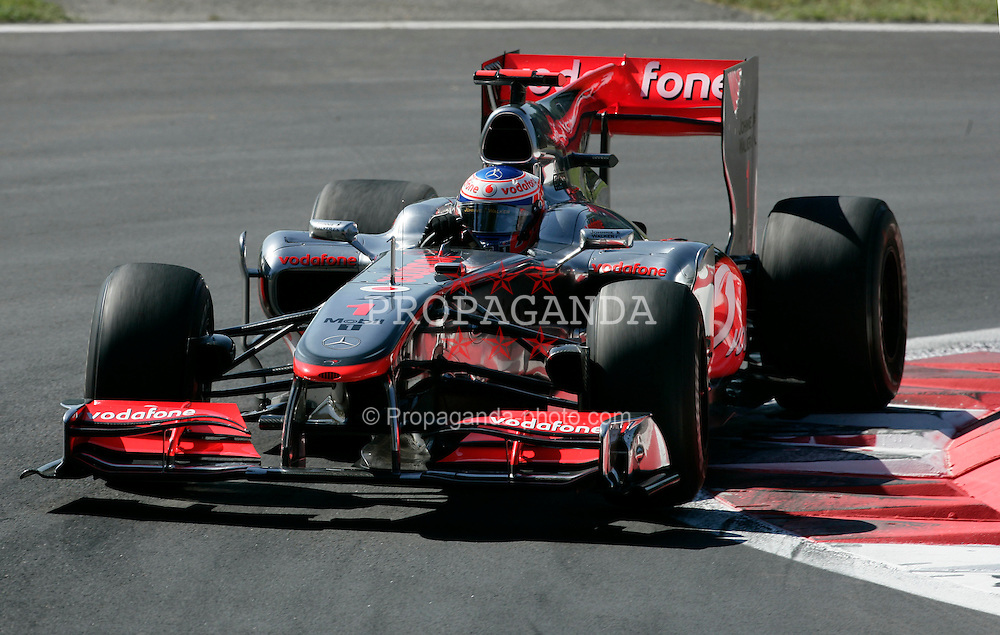 Motorsports / Formula 1: World Championship 2010, GP of Italy, Monza, Drucluftschrauber, 01 Jenson Button (GBR, Vodafone McLaren Mercedes),
