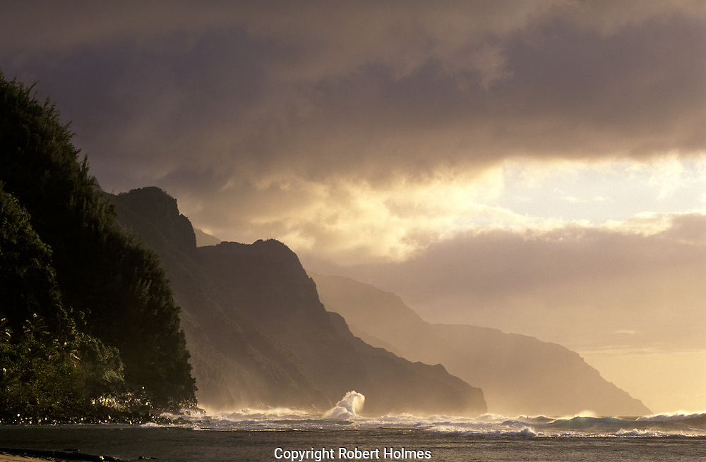 Surf on the Na'pali coast of Kauai, Hawaii