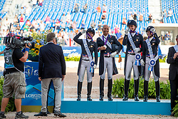 DOWER Robert (Nationaltrainer USA), PERRY-GLASS Kasey (USA), LYLE Adrienne (USA), PETERS Steffen (USA), GRAVES Laura (USA),  <br /> Tryon - FEI World Equestrian Games™ 2018<br /> Siegerehrung<br /> Grand Prix de Dressage Teamwertung und Einzelqualifikation<br /> 13. September 2018<br /> © www.sportfotos-lafrentz.de/Stefan Lafrentz