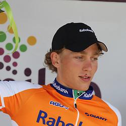 Coen Vermeltfoort op het podium na de winst in Hoofddprp