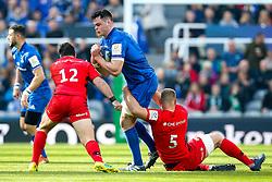 James Ryan of Leinster Rugby is tackled by George Kruis of Saracens - Mandatory by-line: Robbie Stephenson/JMP - 11/05/2019 - RUGBY - St James' Park - Newcastle, England - Leinster Rugby v Saracens - Heineken Champions Cup Final