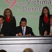 TOLUCA, México.- La Comisión Nacional de Derechos Humanos firmó con la Comisión de Derechos Humanos del Estado de México y con el gobierno estatal un convenio de colaboración para implementar la Red de Atención Integral a las Víctimas del Delito de Secuestro. Agencia MVT / José Hernández. (DIGITAL)