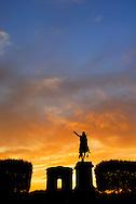 France, Languedoc Roussillon, Hérault, Montpellier, centre historique, l'Ecusson, promenade du Peyrou, la statue équestre de louis XIV et le Château d'eau