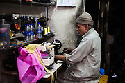 Een kledingmaker in Jaipur, India