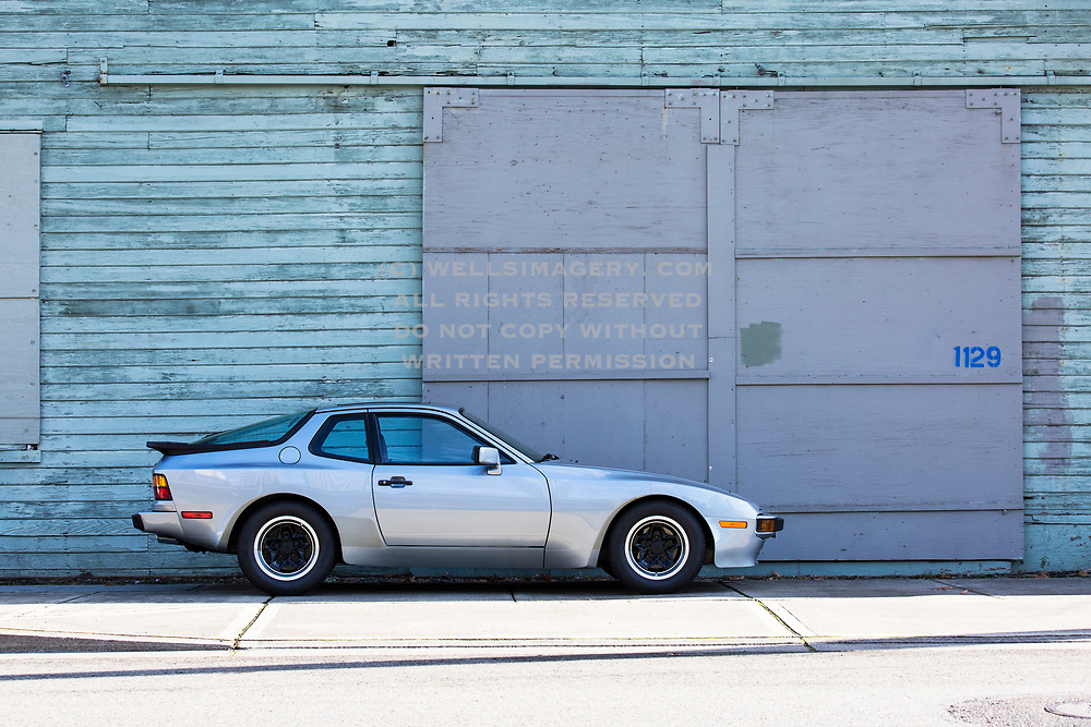 Image of a Sapphire Metallic 1983 Porsche 944 in Tacoma, Washington, Pacific Northwest