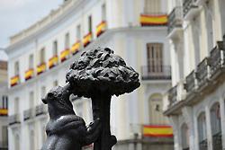 THEMENBILD - Madrid ist seit Jahrhunderten der geographische, politische und kulturelle Mittelpunkt Spaniens (siehe Kastilien) und der Sitz der spanischen Regierung. Hier residieren auch der König, ein katholischer Erzbischof sowie wichtige Verwaltungs- und Militärbehörden. Als Handels- und Finanzzentrum hat die Stadt nationale und internationale Bedeutung. Hier im Bild Bronzestatue, Denkmal, Der Baer nascht am Erdbeerbaum, Maulbeerbaum, El Oso y el Madrono, Wahrzeichen und Stadtwappen der Stadt Madrid, Plaza Puerta del Sol // THEMATIC PACKAGES - Madrid is the capital and largest city of Spain. The population of the city is roughly 3.3 million and the entire population of the Madrid metropolitan area is calculated to be around 6.5 million. It is the third-largest city in the European Union, after London and Berlin, and its metropolitan area is the third-largest in the European Union after London and Paris. The city spans a total of 604.3 km2. EXPA Pictures © 2014, PhotoCredit: EXPA/ Eibner-Pressefoto/ Weber<br /> <br /> *****ATTENTION - OUT of GER*****