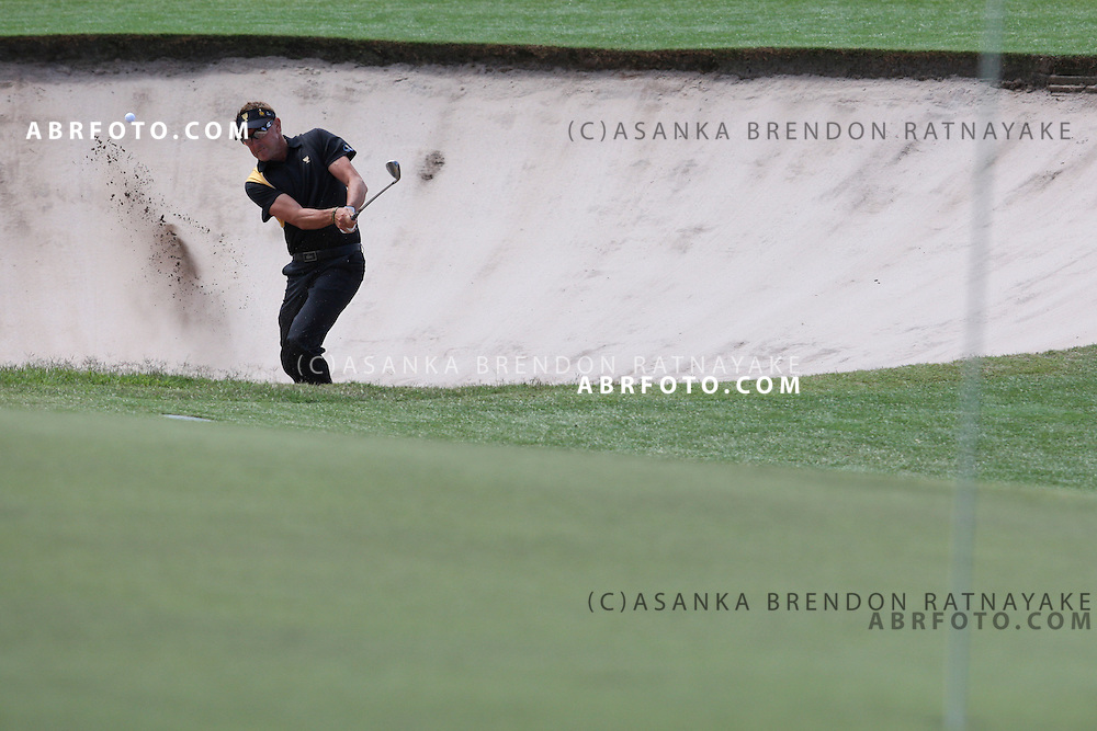 20 November 2011 : Robert Allenby chips out of the bunker during the fifth-round Sunday Final round single ball matches at the Presidents Cup at the Royal Melbourne Golf Club in Melbourne, Australia. .