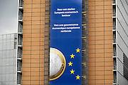 Belgie, Brussel, 28-7-2011Het Berlaymont gebouw, zetel van de Europese Commissie.Reclame voor de euro.Foto: Flip Franssen/Hollandse Hoogte