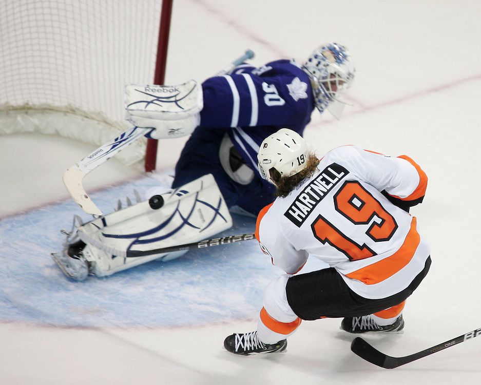 Scott Hartnell of the Philadelphia Flyers tries to put the past Toronto Maple Leafs goalie Jonas Gustavsson during the first period of an NHL exhibition game at the John Labatt Centre in London, Ontario, September 23, 2010.<br /> REUTERS/Geoff Robins (CANADA)