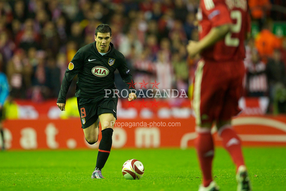 LIVERPOOL, ENGLAND - Thursday, April 29, 2010: Club Atletico de Madrid's Jose Antonio Reyes in action against Liverpool during the UEFA Europa League Semi-Final 2nd Leg match at Anfield. (Photo by: David Rawcliffe/Propaganda)