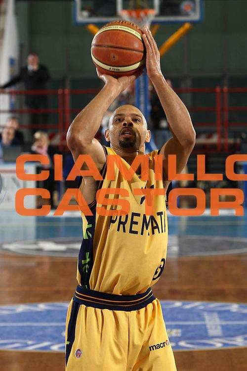 DESCRIZIONE : Porto San Giorgio Lega A 2008-09 Premiata Montegranaro Lottomatica Virtus Roma<br /> GIOCATORE : Kiwane Garris<br /> SQUADRA : Premiata Montegranaro <br /> EVENTO : Campionato Lega A 2008-2009<br /> GARA : Premiata Montegranaro Lottomatica Virtus Roma<br /> DATA : 19/04/2009<br /> CATEGORIA : Tiro<br /> SPORT : Pallacanestro<br /> AUTORE : Agenzia Ciamillo-Castoria/C.De Massis