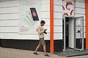 Le boulevard Stefan cel Mare, est l'artère commerciale la plus importante. On y trouve des magasins de luxe, des bureaux de change, et les derniers modèles de smartphones. L'accès Wifi gratuit est très répandu, dans les cafés mais aussi dans les tramways.
