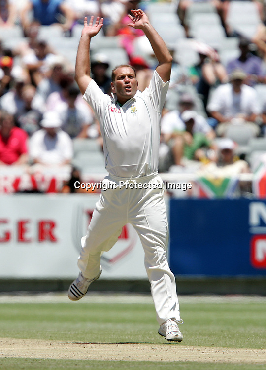 Jacques Kallis reacts after bowling to Paul Collingwood during the 2nd day of the third test match between South Africa and England held at Newlands Cricket Ground in Cape Town on the 4th January 2010.Photo by: Ron Gaunt/ SPORTZPICS