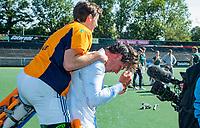 AMSTELVEEN - Laren coach Thomas Vis met Bart de Nie.  finale Laren JA1- HC Rotterdam JA1. Laren wint de titel Jongens A . finales A en B jeugd  Nederlands Kampioenschap.  COPYRIGHT KOEN SUYK