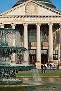 Bowling Green, Brunnen, Portikus Kurhaus, Wiesbaden, Hessen, Deutschland.|.Bowling Green, fountain, Kurhaus, Wiesbaden, Hessen, Germany