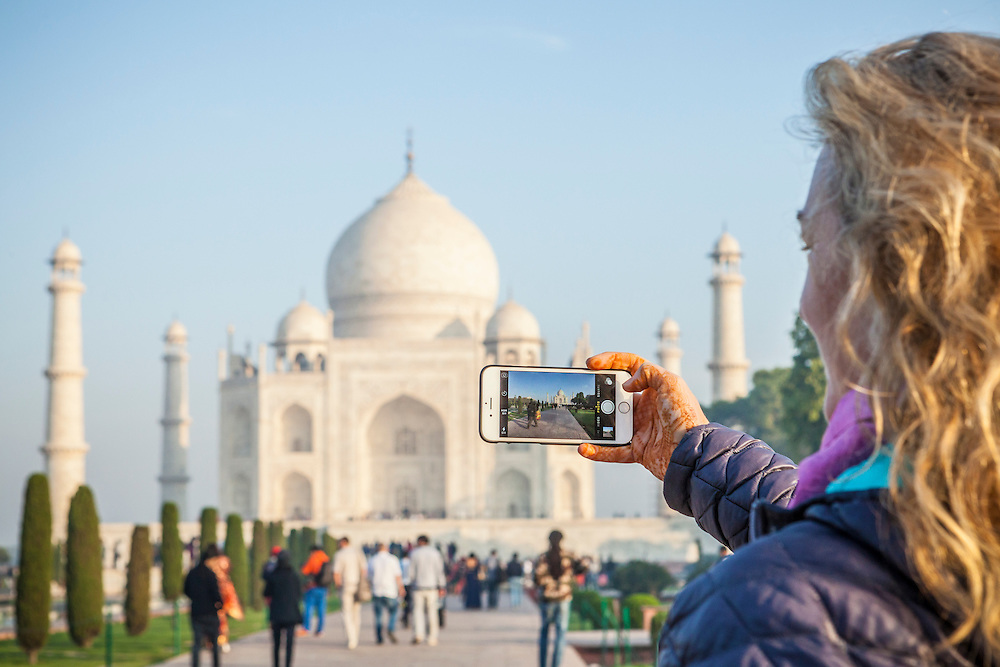 A woman takinga picture of the Taj Mahal in Agra, India with her iPhone 6.