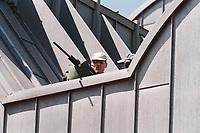 """19 JUN 1999 - COLOGNE, GERMANY:<br /> Scharfschützen der Polizei überwachen auf dem Dach des Museum Ludwig in  Köln das """"Familienfoto"""" während dem G8 Wirtschaftgipfel<br /> Snipers of the police on the roof of the museum Ludwig  are watching the Family Photo during the G8 Economic Summit <br /> IMAGE: 19990619-01/02-03"""