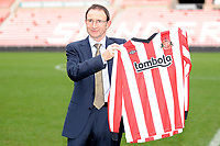 Martin O'Neal Sunderland Press Conference <br /> Martin O'Neal (Sunderland manager) holds up the shirt of his boyhood heroes at the Stadium of Light.