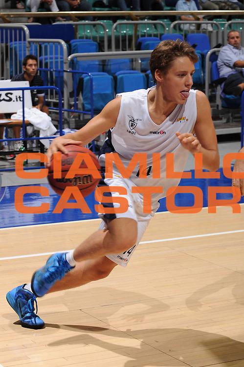 DESCRIZIONE : Bologna Lega Basket A2 2011-12 Ottavi di Finale Coppa Italia Biancoblu Basket Bologna Aget Imola<br /> GIOCATORE : Matteo Montano<br /> CATEGORIA : palleggio<br /> SQUADRA : Biancoblu Basket Bologna <br /> VENTO : Campionato Lega A2 2011-2012<br /> GARA : Biancoblu Basket Bologna Aget Imola<br /> DATA : 21/09/2011<br /> SPORT : Pallacanestro <br /> AUTORE : Agenzia Ciamillo-Castoria/M.Marchi<br /> Galleria : Lega Basket A2 2011-2012 <br /> Fotonotizia : Bologna Lega Basket A2 2011-12 Ottavi di Finale Coppa Italia Biancoblu Basket Bologna Aget Imola <br /> Predefinita :