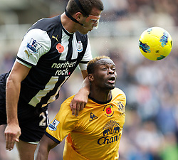 05.11.2011, St. James' Park, Newcastle Upon Tyne, ENG, Premier League, Newcastle United vs FC Everton, im Bild Everton's Louis Saha in action against Newcastle United's Steven Taylor // during the premier league match between Newcastle United vs FC Everton at St. James' Park, Newcastle Upon Tyne, EnG on 05/11/2011. EXPA Pictures © 2011, PhotoCredit: EXPA/ Propaganda Photo/ Vegard Grott +++++ ATTENTION - OUT OF ENGLAND/GBR+++++