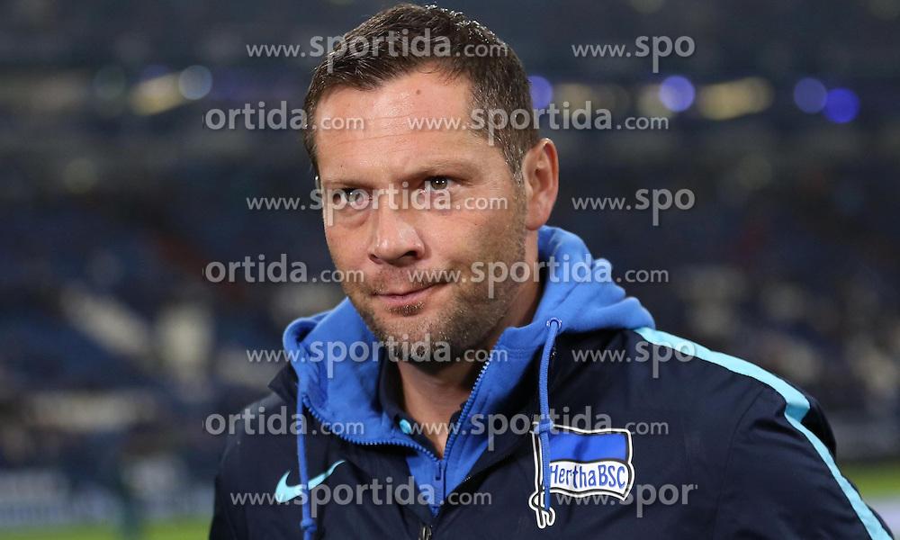 17.10.2015, Veltins Arena, Gelsenkirchen, GER, 1. FBL, Schalke 04 vs Hertha BSC, 9. Runde, im Bild Trainer Pal Dardai (Hertha BSC) // during the German Bundesliga 9th round match between Schalke 04 and Hertha BSC at the Veltins Arena in Gelsenkirchen, Germany on 2015/10/17. EXPA Pictures &copy; 2015, PhotoCredit: EXPA/ Eibner-Pressefoto/ Sch&uuml;ler<br /> <br /> *****ATTENTION - OUT of GER*****