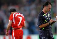n/z.: Sedzia Luis Medina Cantalejo (Hiszpania) i czerwona kartka dla Radoslawa Sobolewskiego (nr7-Polska) podczas meczu grupy A Polska (czerwone) - Niemcy 0:1 podczas turnieju finalowego Mistrzostw Swiata Niemcy 2006 , pilka nozna , Niemcy , Dortmund , 14-06-2006 , fot.: Adam Nurkiewicz / mediasport..Referee Luis Medina Cantalejo (Spain) and red card for Radoslaw Sobolewski (nr7-Poland) during soccer match group A in Dortmund during World Cup 2006. June 14, 2006 ; Poland (red) - Germany 0:1 ; football , Germany , Dortmund ( Photo by Adam Nurkiewicz / mediasport )
