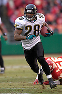 Jacksonville Jaguars running back Fred Taylor rushes up field against Kansas City at Arrowhead Stadium in Kansas City, Missouri, December 31, 2006.  The Chiefs beat the Jaguars 35-30.<br />