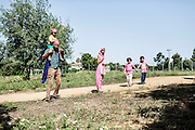 Famiglia sikh, Sabaudia (Latina), Giugno 2014.  Christian Mantuano / OneShot